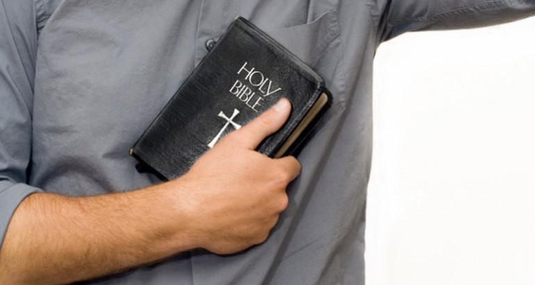bible_hand-770x410