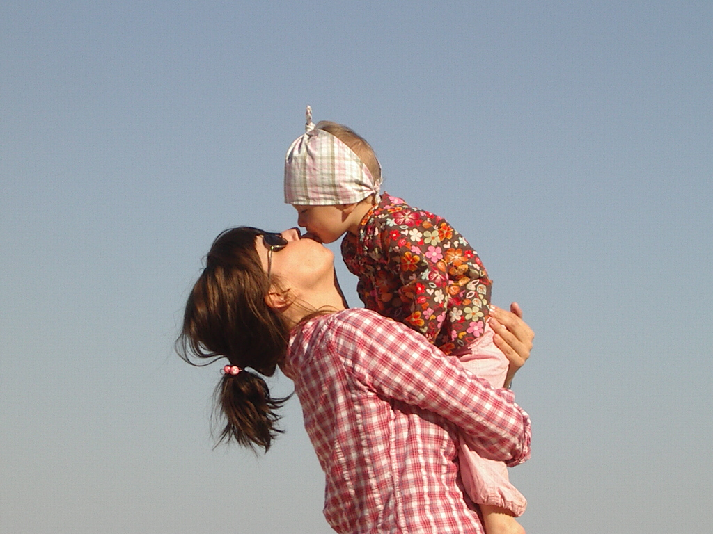 mother_daughter-hugging