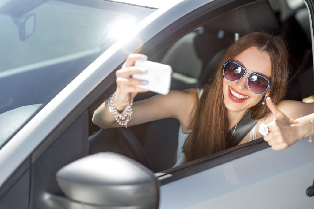 teen-car-selfie_istock_000046926278_large
