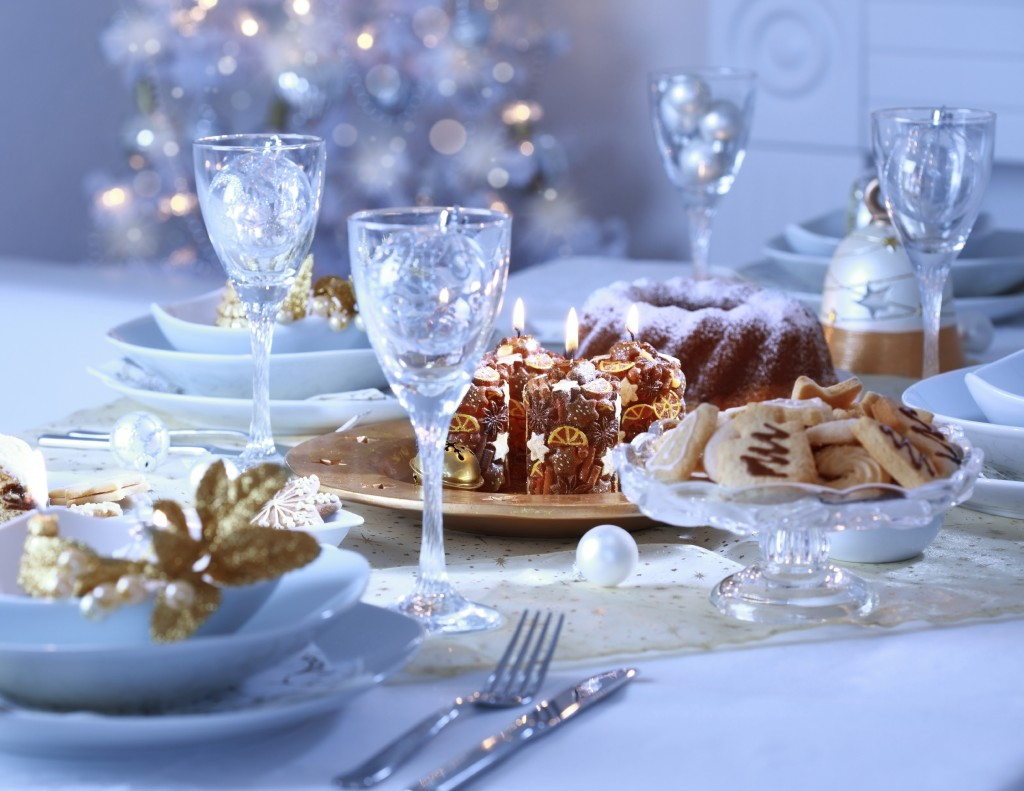 Place setting for Christmas in blue and white tone