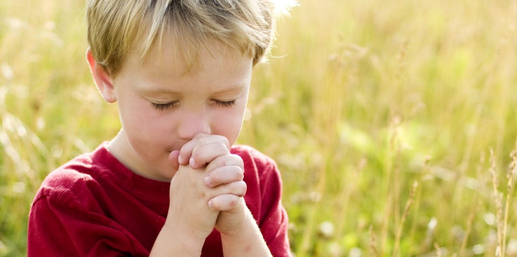 child-praying-outdoors-e1585871042980